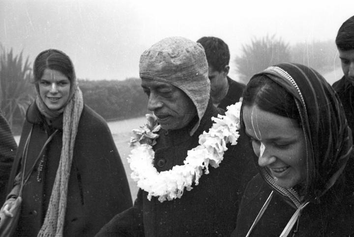 ISKCON-Guru-Women-Prabhupada-Vaishnavi.jpg